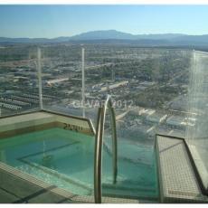 Роскошный пентхаус с бассейном с видом на Вегас