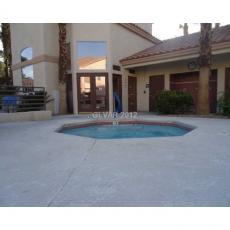 Апартаменты на западе Лас-Вегаса с бассейном