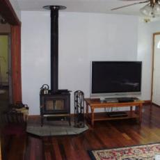 Дом на продажу в штате Нью-Йорк на большом участке земли